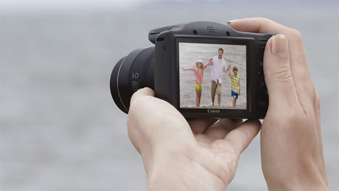 Màn hình máy cho phép chụp ảnh và quay phim rõ nét