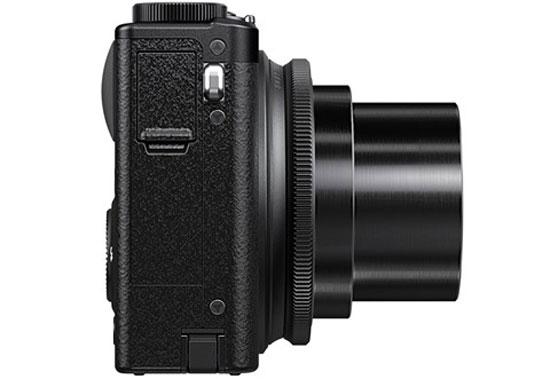 Ống kính zoom quang 4x được tích hợp trong máy