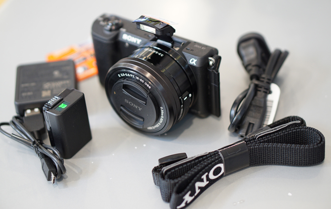 Alpha A5100 là dòng máy ảnh giá rẻ siêu nhẹ trên thị trường