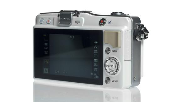 PEN Mini E PM2 thuộc dòng máy ảnh giá rẻ chất lượng cao của Olympus