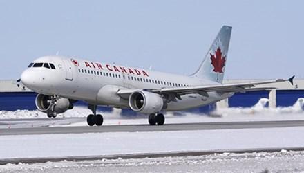 Máy bay Air Canada bị trượt khỏi đường băng khi hạ cánh khiến nhiều người bị thương