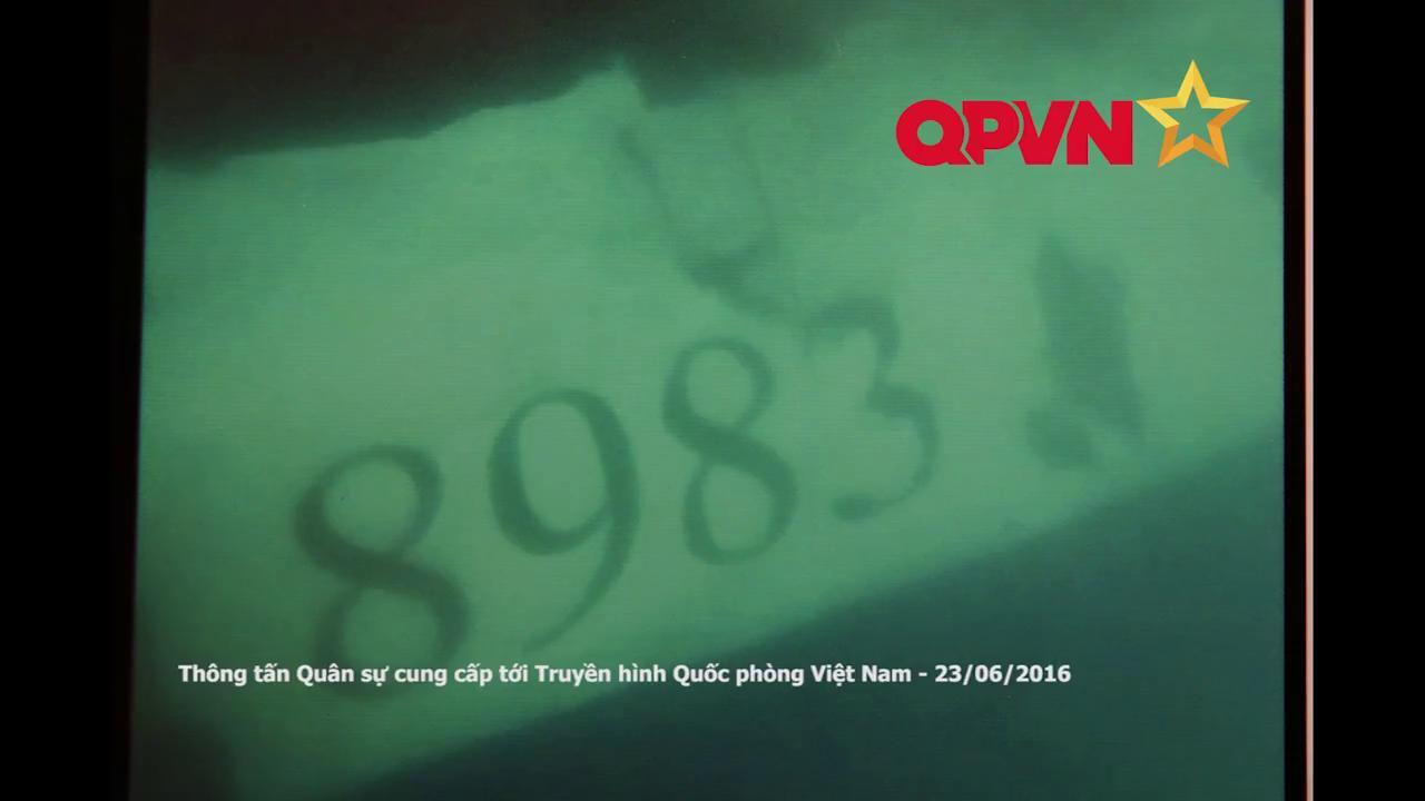 Thân vỏ máy bay ghi rõ số hiệu 8983 của máy bay CASA mất tích