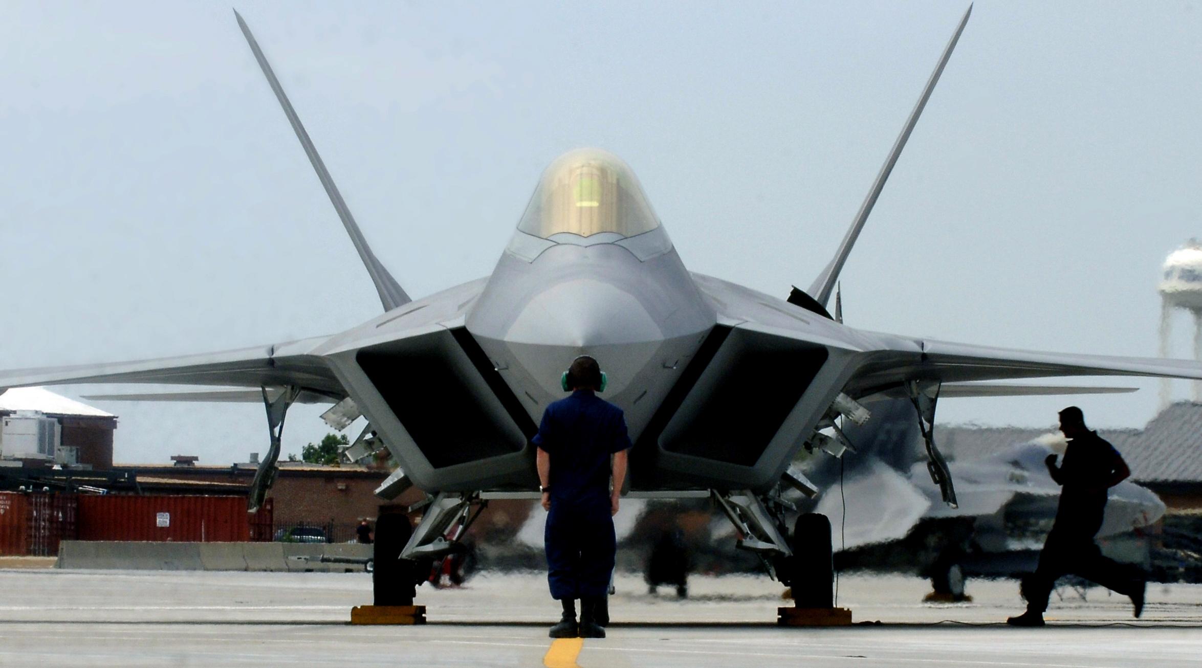 Theo tờ Dân Trí, truyền thông Hàn Quốc ngày 16/2 dẫn lời các quan chức giấu tên nước này cho biết Mỹ sẽ cử 4 máy bay chiến đấu tàng hình F-22 tới Hàn Quốc.
