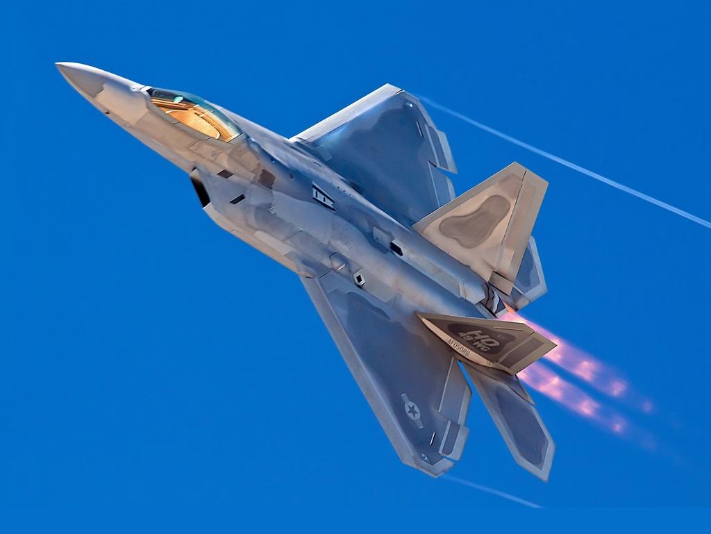 F-22 Raptor là một máy bay chiến đấu thế hệ thứ 5 do công ty Lockheed Martin (Mỹ) chịu trách nhiệm sản xuất chính.