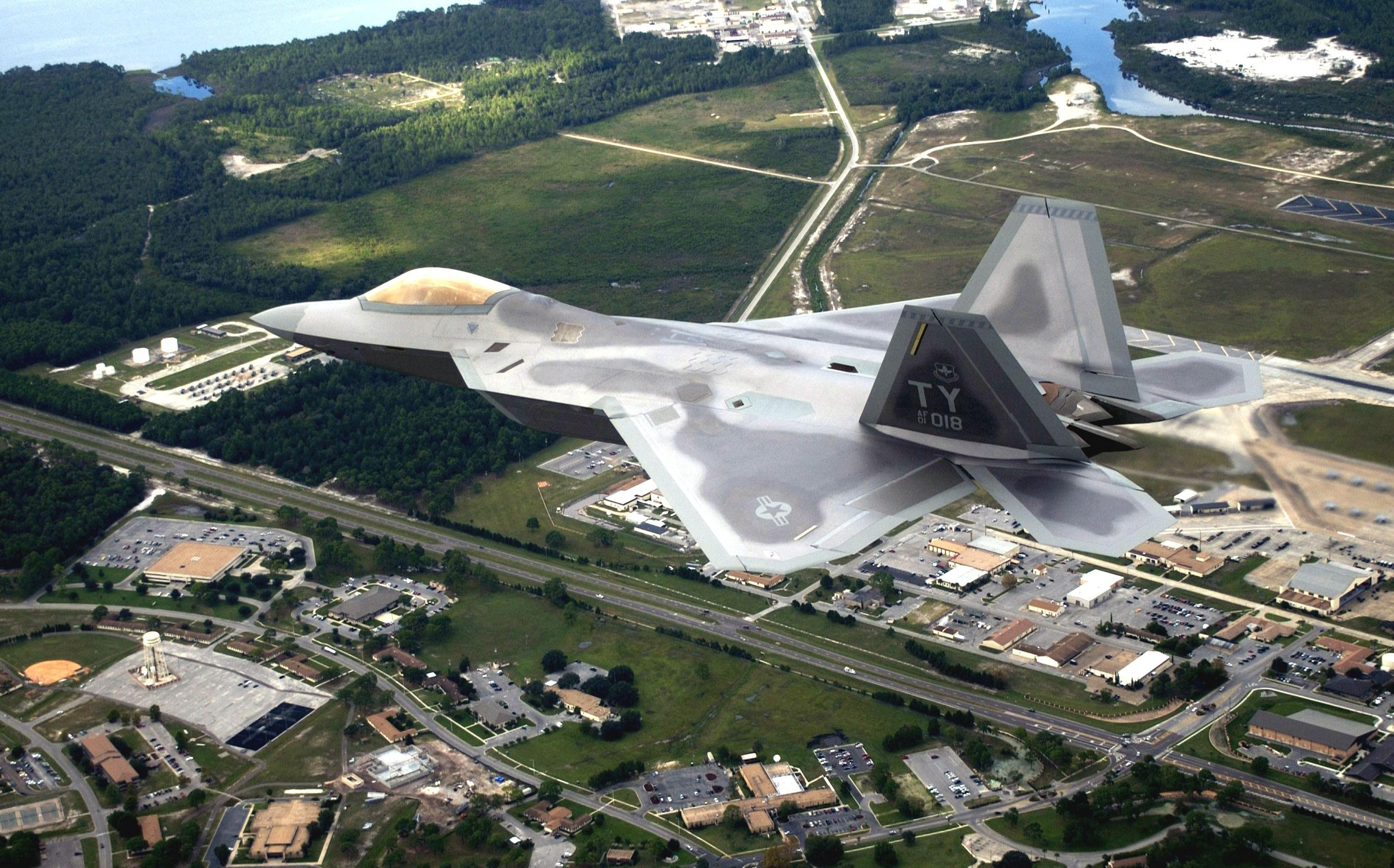Giới chuyên môn coi F-22 Raptor là kỳ quan quốc phòng của Mỹ với những công nghệ chiến đấu vượt trội so với các loại phản lực chiến đấu khác. Vì vậy, Washington cấm xuất khẩu F-22 và công nghệ chế tạo loại máy bay này ra nước ngoài.