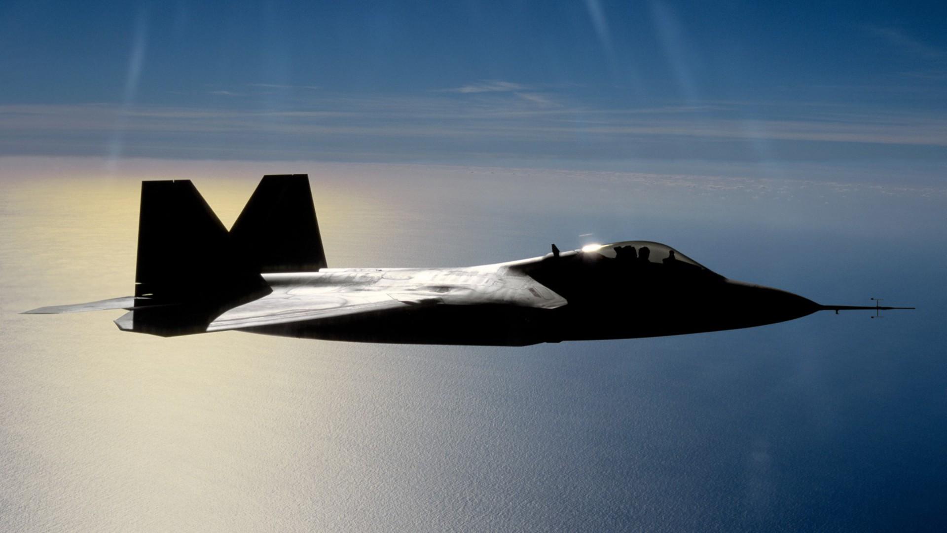 F-22 hiện là dòng máy bay chiến đấu tiên tiến nhất của Mỹ, đồng thời cũng là loại có giá thành đắt nhất thế giới (120 triệu USD/máy bay chưa kèm dịch vụ và vũ khí).