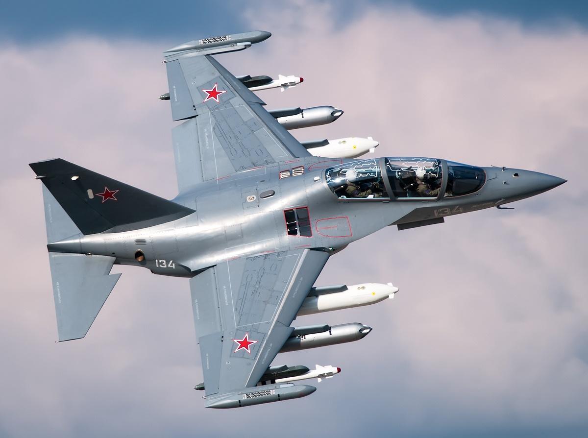 Máy bay chiến đấu huấn luyện Yak-130 được các chuyên gia quân sự đánh giá rất cao
