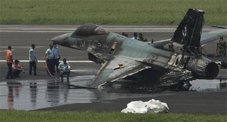 Trước đó một ngày, một máy bay F16 của Indonesia gặp phải sự cố và bốc cháy ngùn ngụt