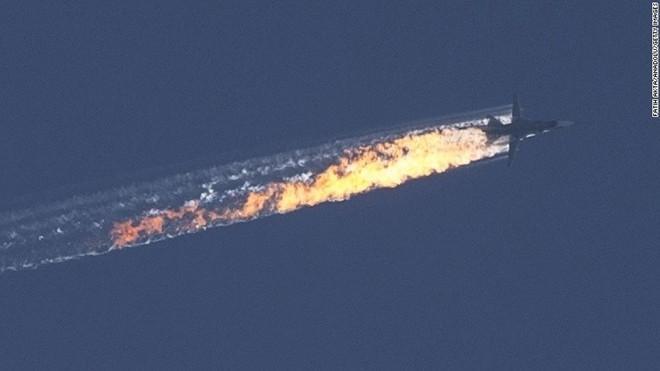 Hình ảnh chiếc máy bay Nga bị bắn hạ bốc cháy ngay trên bầu trời