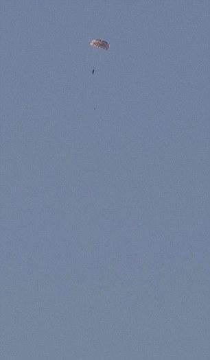 Hiện chưa rõ tình trạng của 2 phi công Nga nhảy dù khỏi chiếc máy bay Su-24 bị bắn hạ