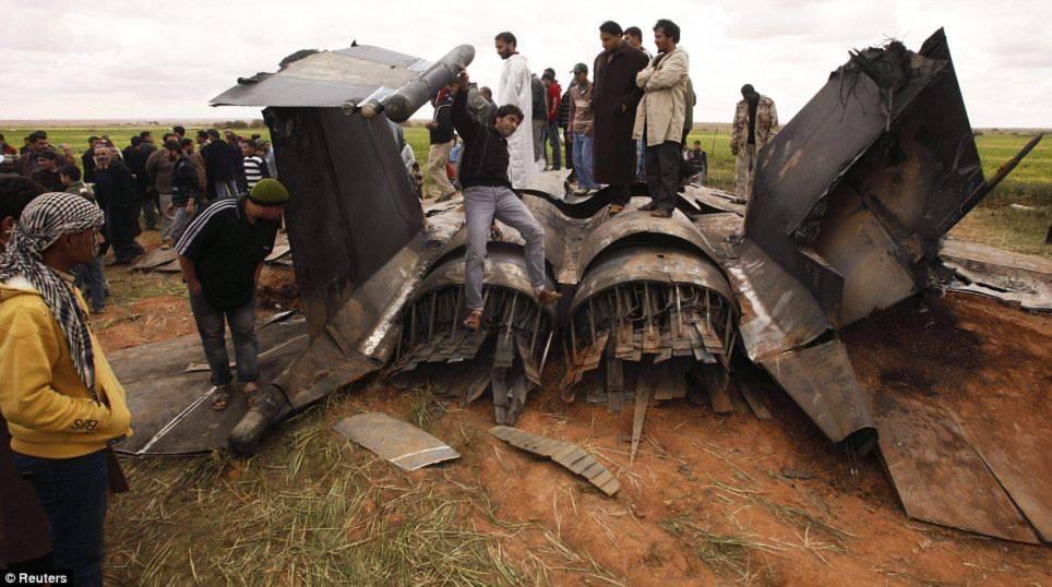 Vụ máy bay rơi khiến 23 người thiệt mạng nói trên xảy ra trong bối cảnh Libya chìm trong xung đột phe phái