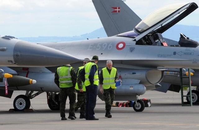 Một máy bay F16 của Đan Mạch vừa gặp nạn trong quá trình diễn tập nhưng phi công may mắn thoát chết