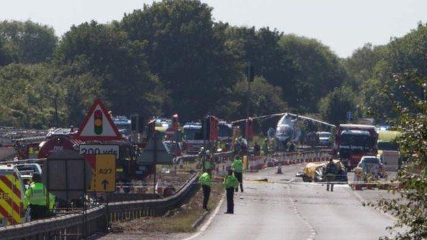 Tuyến đường cạnh sân bay bị phong tỏa sau tai nạn