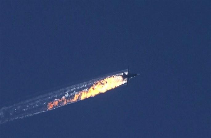 Máy bay Su-24 của Nga bốc cháy rồi rơi xuống