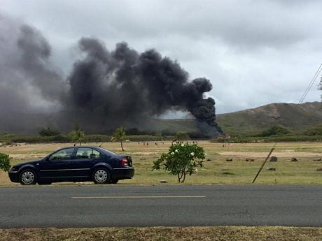 Cột khói bốc lên từ hiện trường vụ rơi máy bay quân sự tại Mỹ