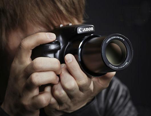 Áp sát mắt khi chụp bằng máy ảnh canon, người dùng có nguy cơ bị bỏng da và kích ứng vùng mắt