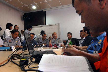 Hiện công tác tìm kiếm và cứu nạn chuyến bay QZ8501 đang được thực hiện dưới sự hướng dẫn và giám sát của Trung tâm Hàng không Indonesia CAA