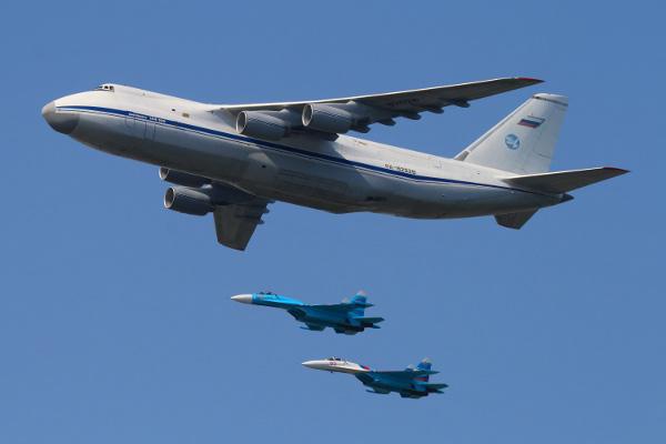 Antonov An-124 Ruslan là một chiếc máy bay vận tải nổi tiếng với trọng lượng cất cánh vô cùng lớn