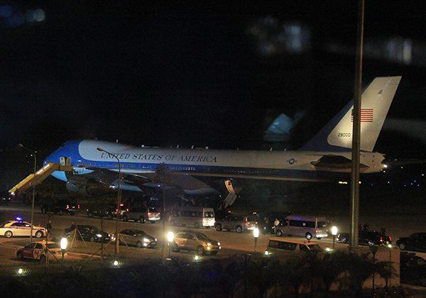 Chuyên cơ chở Tổng thống Mỹ đã hạ cánh sân bay Nội Bài úc 21h30
