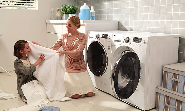 Mua máy giặt loại tốt và phù hợp cho cả nhà kết hợp với việc sử dụng có hiệu quả sẽ giúp các mẹ, các chị đỡ vất vả hơn