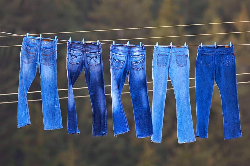 Sau khi giặt hãy để quần jean khô tự nhiên nhằm đảm bảo màu sắc của quần