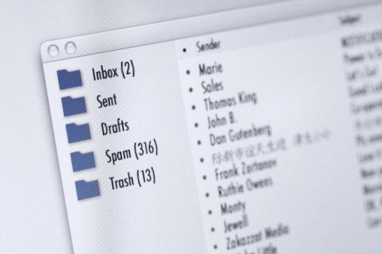 Thói quen check mail mỗi sáng không giúp làm việc năng suất hơn