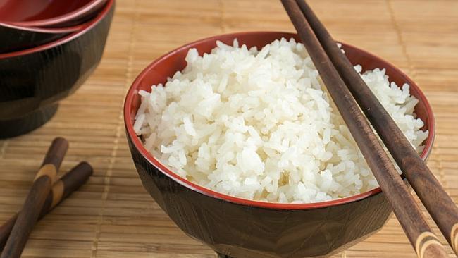 Chị em có thể tham khảo cách giữ cơm không bị thiu bằng giấm