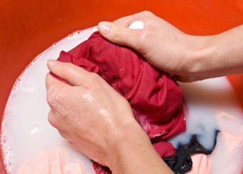 Thuốc tím và chanh là cách tẩy trắng quần áo an toàn, dễ làm và đơn giản nhất
