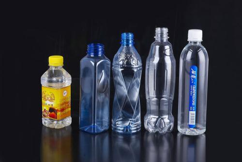 Nguy cơ mắc ung thư do tái sử dụng lại chai nhựa