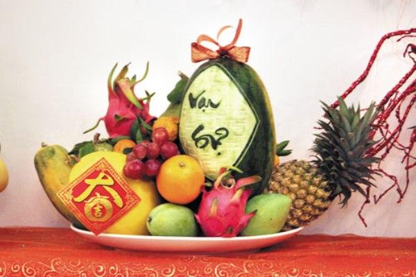 mâm ngũ quả là món ăn Tết tượng trưng cho sự sung túc