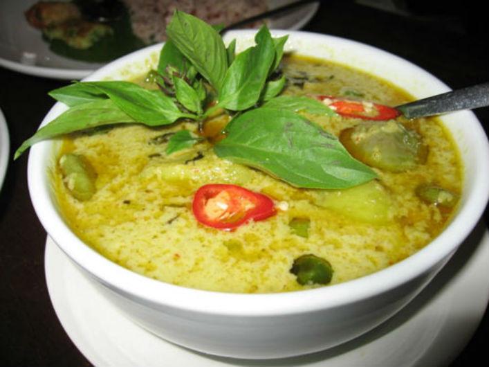 Nhãn nấu cà ri xanh là món ngon ngày hè được nhiều người ưa chuộng