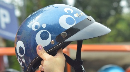 Người tham gia điều khiển mô tô, xe máy, xe máy điện phải đội mũ bảo hiểm có đủ 3 bộ phận, gồm: vỏ mũ, lớp hấp thụ xung động (xốp) và quai mũ