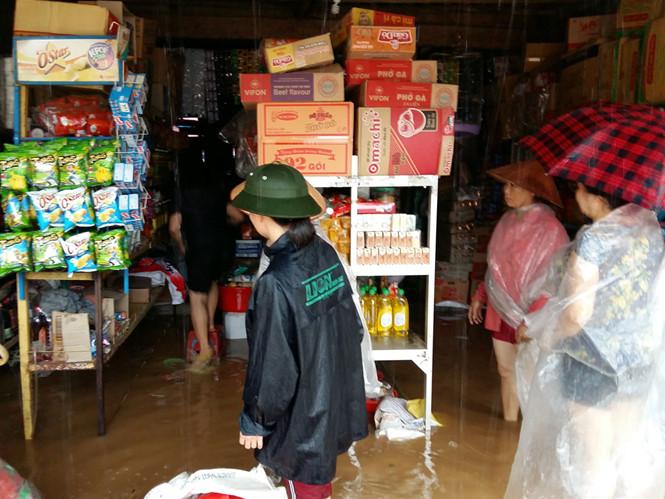 Mưa lớn làm ngập nhà dân ở Yên Bái