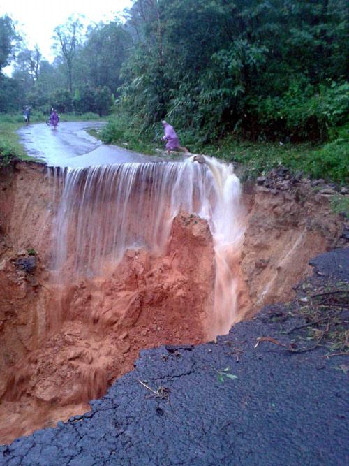 mưa lũ 2.vietq.vn.jpg
