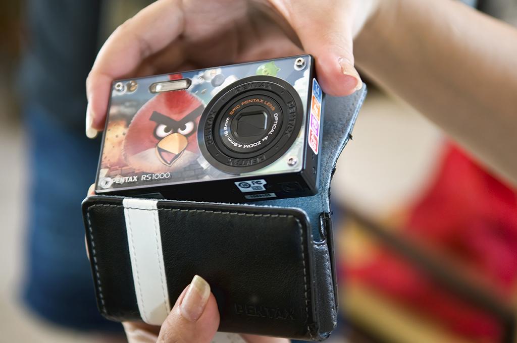 Người dùng cũng có thể mua máy ảnh giá dưới 2 triệu đồng Pentax Optio RS1000