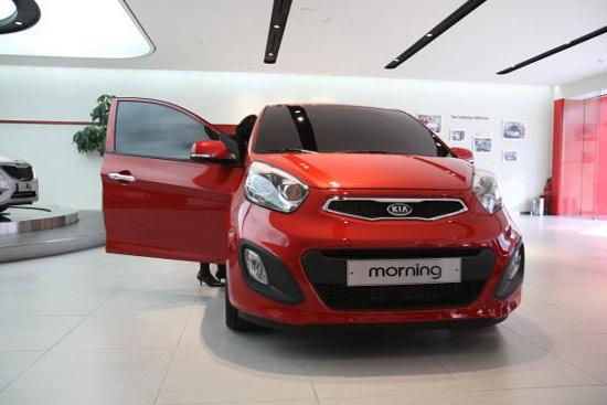 Chị em phụ nữ thích kiểu dáng hiện đại có thể chọn mua xe ô tô giá rẻ cho nữ Kia Morning 2012