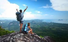 Các đôi uyên ương có thể chọn hình thức đi du lịch theo tour hoặc tự  túc để có thể chủ động hơn