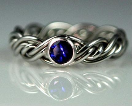 Chọn mua nhẫn cưới hợp phong thủy cho người tuổi Thủy