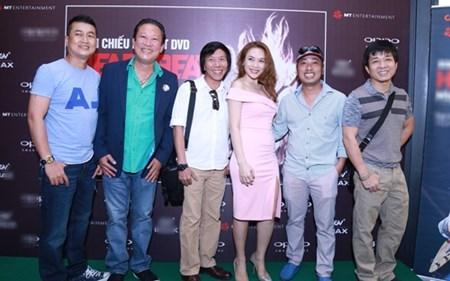 Đạo diễn Nguyễn Quang Dũng, Nguyễn Tranh, nhạc sĩ Lê Quang... và nhiều người đến chung vui cùng nữ ca sĩ