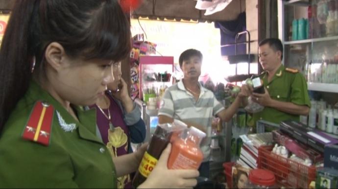 Cơ quan chức năng thu giữ lô mỹ phẩm giả tại hai cơ sở Kinh doanh mỹ phẩm tại Huế
