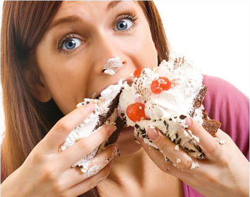 Sai lầm thường gặp trong ăn uống thứ hai dành cho bà bầu chính là ăn quá nhiều
