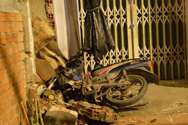 Xe máy tông sập tường, nam thanh niên thiệt mạng 1