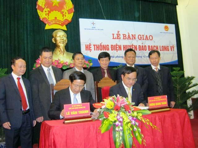 Với lễ ký bàn giao lưới điện huyện đảo Bạch Long Vỹ, người dân sẽ không còn phải lo lắng về chất lượng điện sinh hoạt, sản xuất