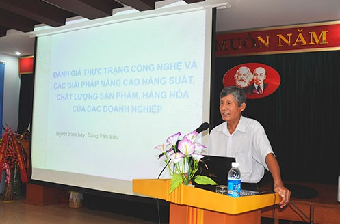 Chuyên gia NSCL Đặng Văn Sửu thuyết trình tại Hội nghị