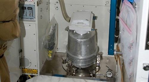 Tin khoa học cho biết, đây là một máy xử lý chất thải trên Trạm vũ trụ quốc tế (ISS). Ảnh: Reuters