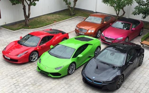 Vị thiếu gia gây nhiều sóng gió với hot girl Midu trong thời gian qua sở hữu nhiều siêu xe, trong đó có Lamborghini Huracan, Ferrari 458 Italia, Bentley Continental GT Speed, BMW i8 và BMW 6-Series Convertible.