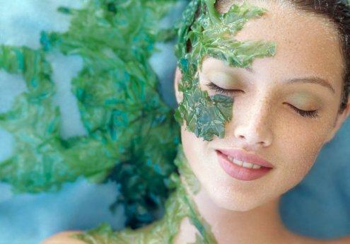 Không chỉ là một trong các cách trị mụn hiệu quả, mặt nạ ngải cứu còn có tác dụng làm sạch da mặt