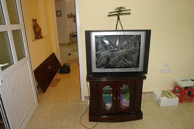 Đồ đạc trong nhà bị Lương đập phá trong lúc 'phê ma túy đá'