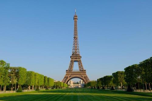 Thông tin tháp Effeil bị dỡ bỏ làm nhiều người hoảng hốt