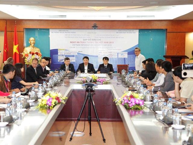 """""""Ngày An toàn thông tin Việt Nam"""" năm 2015 với chủ đề """"Xu hướng phá hoại tàn khốc của tấn công mạng hiện đại"""" sẽ diễn ra vào ngày 19/11 tại thành phố Hồ Chí Minh và ngày 01/12 tại Hà Nội."""